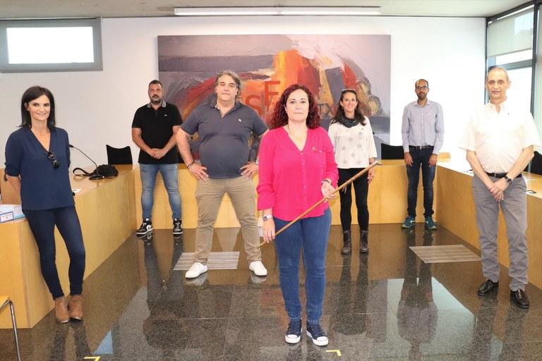 D'esquerra a dreta: Cristina Murcia (PSC), David Ruiz (PSC), Felip Echarri (JxSF), Àdria Mazcuñán (ERC), Laia Feliu (ERC), David Uró (ERC) i Vicenç Llorens (JxSF)