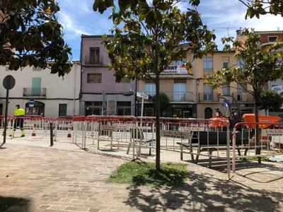 Afectacions a la carretera de Vic per la instal·lació de la marquesina a la parada d'autobús de la plaça de la Vila
