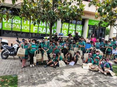 Alumnes de l'escola Paidos visiten l'Ajuntament
