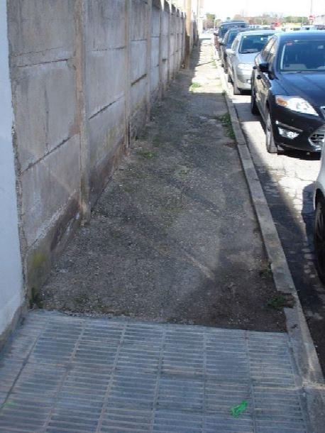Estat actual de la vorera a l'avinguda Bertrand i Serra