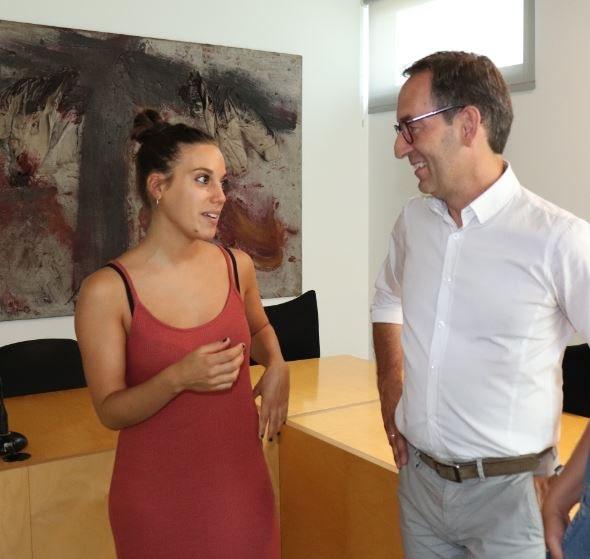 D'esquerra a dreta: Mireia Noguera, directora; Joan Carles Batanés, alcalde de Sant Fruitós de Bages.
