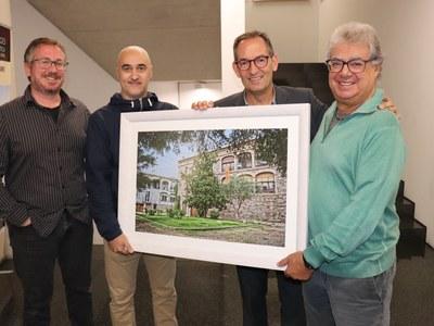 El fotògraf santfruitosenc Joan Locubiche cedeix a l'Ajuntament fotografies del municipi