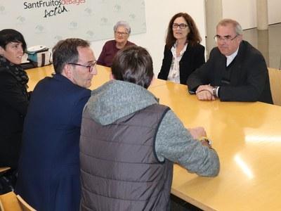 El govern de Sant Fruitós de Bages rep el nou mossèn de la parròquia