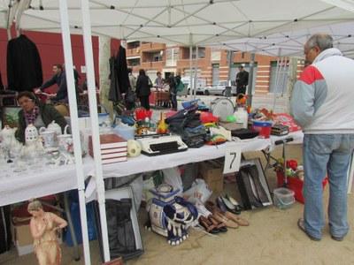 El mercat d'intercanvi i venda d'objectes de segona mà ha arribat a les 19 parades