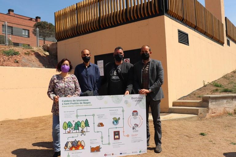 D'esquerra a dreta: Àdria Mazcuñán, alcaldessa de Sant Fruitós de Bages, David Uró,regidor d'urbanisme, David Ruiz, regidor de medi ambient i Xesco Gomar,president delegat de l'Àrea d'Acció Climàtica de la Diputació de Barcelona