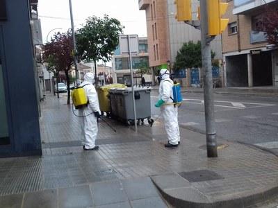 El producte que s'utilitza per a la desinfecció de l'espai públic és innocu per a les persones i les mascotes