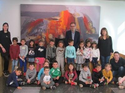 Els alumnes de P5 de l'Escola Pla del Puig visiten l'Ajuntament de Sant Fruitós de Bages per conèixer la Festa de l'Arròs