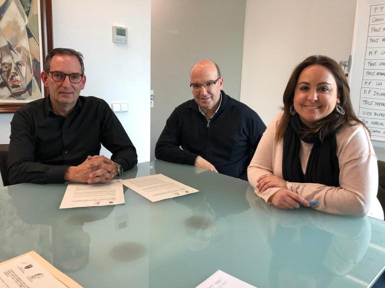 D'esquerra a dreta: Joan Carles Batanés, alcalde de Sant Fruitós de Bages, Lluís Virós, director de l'institut Gerbert d'Aurillac i Anna Boet, directora de la residència El Lledoner