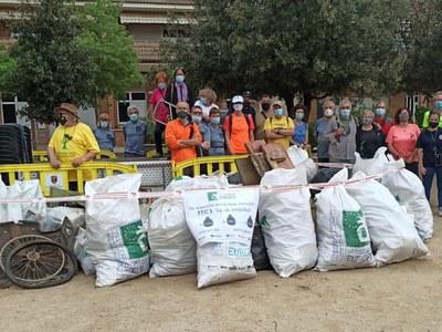 Els participants en les jornades de neteja de l'entorn recullen 800 kg de residus de l'espai natural de Sant Fruitós de Bages