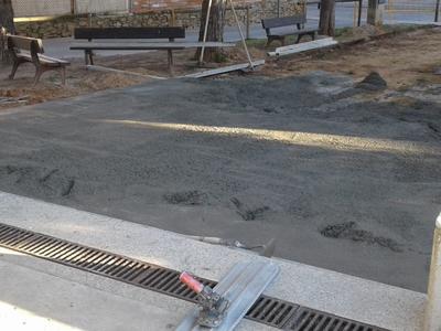 Es millora el paviment en un espai de lleure de La Rosaleda