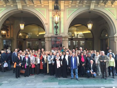 Èxit de participació en la sortida al Liceu per gaudir de Plácido Domingo