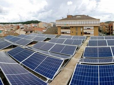Instal·lades les plaques solars fotovoltaiques  a tres edificis municipals