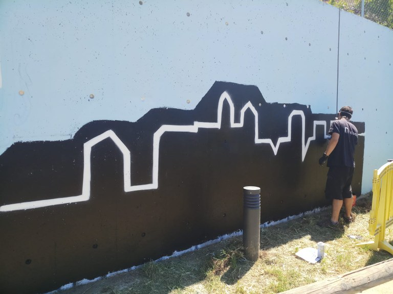 Inici dels treballs de pintura del mural