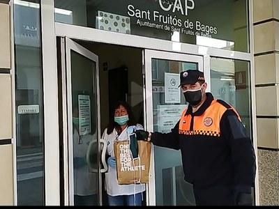 L'Ajuntament de Sant Fruitós de Bages entrega material de protecció als treballadors del CAP i de la residència municipal