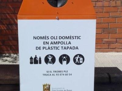 L'Ajuntament de Sant Fruitós de Bages realitza tasques de manteniment en els contenidors de recollida d'oli vegetal del municipi