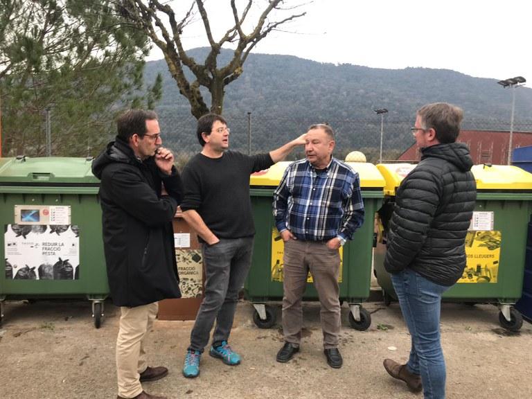 D'esquerra a dreta:  Joan Carles Batanés, alcalde de Sant Fruitós de Bages, un tècnic de SIGMA, Artur Ginesta, alcalde d'Argelaguer i Xavier Racero, regidor de medi ambient de l'Ajuntament de Sant Fruitós de Bages.