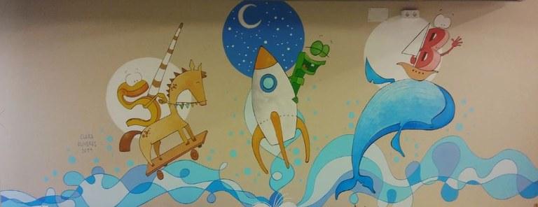 Mural a l'àrea infantil de la Biblioteca