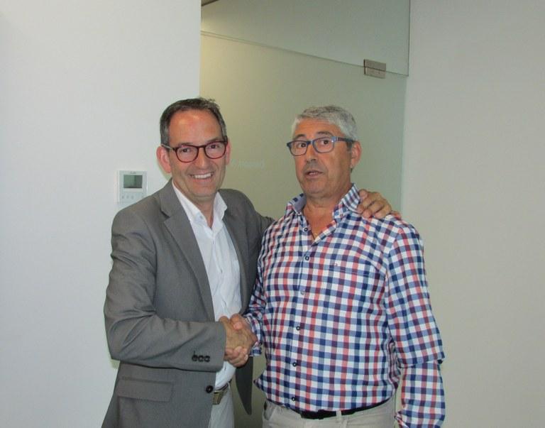 D'esquerra a dreta: Joan Carles Batanés, alcalde de Sant Fruitós de Bages i Joan Francesc López de los Mozos, President de l'Associació Gent Gran de Sant Fruitós de Bages