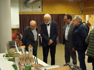 """La biblioteca acull  l'exposició  """"Maquetes de capelles i esglésies del Bages"""" de Honorio Ruiz"""