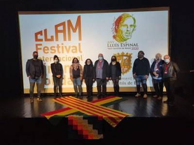 La cònsol de Bolívia assisteix a la sessió de cinema indígena bolivià del CLAM, a Sant Fruitós de Bages