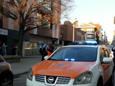La Policia Local i voluntaris de Protecció Civil de Sant Fruitós de Bages fan sonar les sirenes per donar suport als treballadors i residents de la llar d'avis