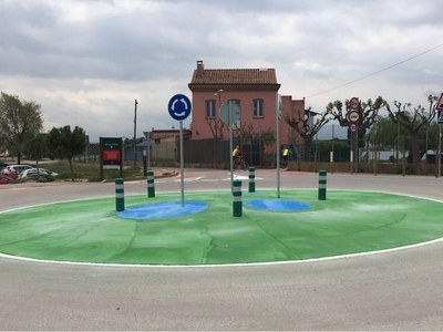 La recuperació d'una rotonda culmina les millores urbanístiques al camí del Parc de l'Agulla