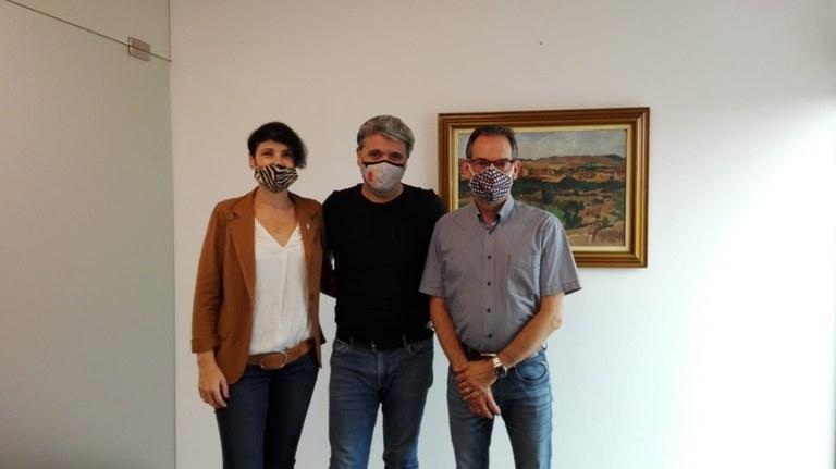 D'esquerra a dreta: carme Cruz, regidora de promoció econòmica, Jaume Plans, President de l'Associació Sant Fruitós Comerç Actiu i Joan Carles Batanés, alcalde de Sant Fruitós de Bages.