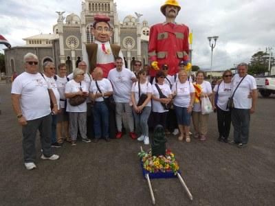 Representants dels Geganters i Grallers de Sant Fruitós de Bages han participat i representat el municipi en la trobada folklòrica més gran de Cost Rica
