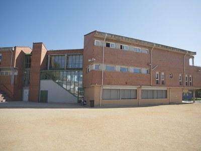 S'adjudica una nova fase de les obres de substitució dels tancaments dels diferents edificis de l'escola Monsenyor Gibert