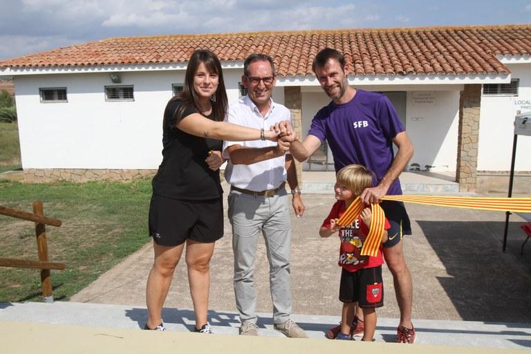 D'esquerra a dreta: Alèxia Malet, Presidenta de l'AVV de Pineda de Bages, Joan Carles Batanés, alcalde de Sant Fruitós de Bages i Cristian Marc Huerta, regidor d'esports