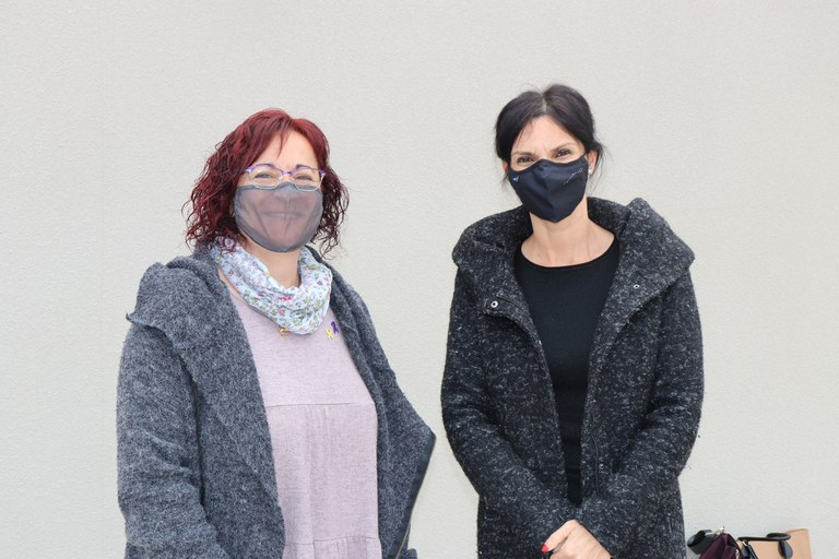 D'esquerra a dreta: Àdria Mazcuñán, alcaldessa de Sant Fruitós de Bages i Cristina Murcia, regidora d'Atenció a les Persones