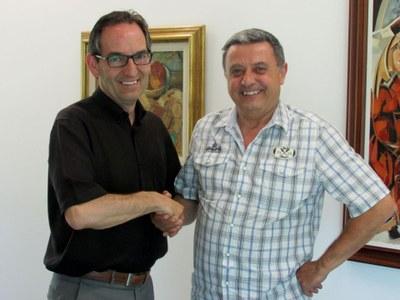 Signatura del conveni anual entre la colla gegantera i el consistori santfruitosenc