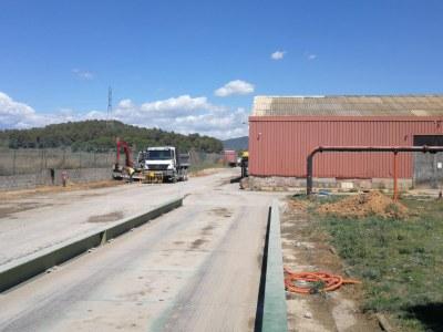 """S'inicien les obres d'urbanització de la zona de l'antiga fàbrica """"Peinaje del Río Llobregat"""", a Torroella"""