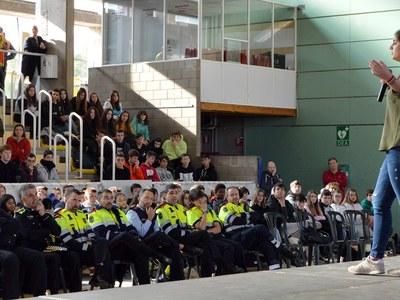 Uns 350 alumnes assisteixen al primer Conductàlia de Sant Fruitós de Bages que alerta sobre els perills de les distraccions de conductors i vianants
